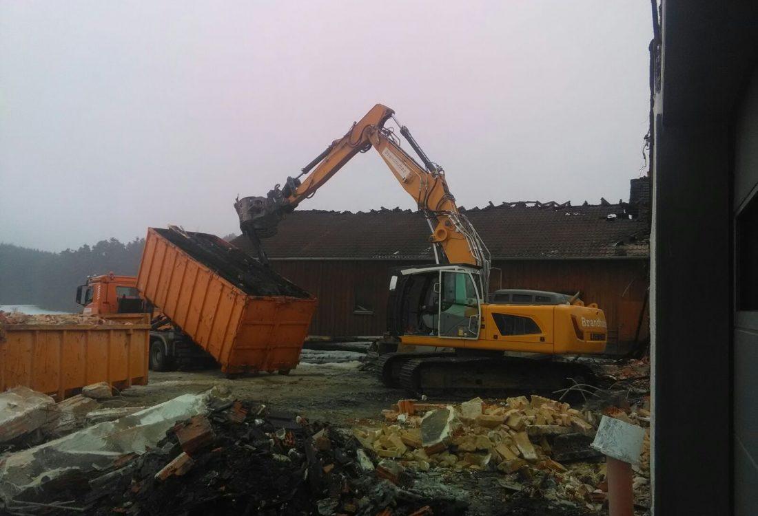 Räumung Brandstelle landw. Gebäude, Falkenberg